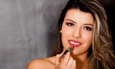 Comment mettre du rouge à lèvres?