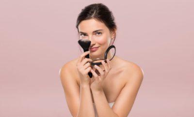Pourquoi ne faut-il jamais appliquer son fond de teint directement sur la peau?